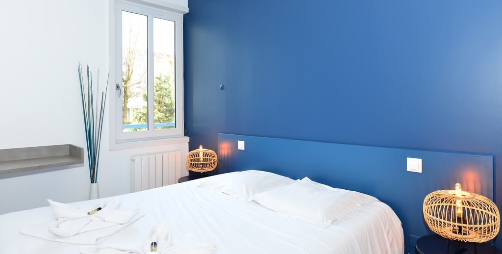 pret a louer-chambre-bleu-méditerranéen